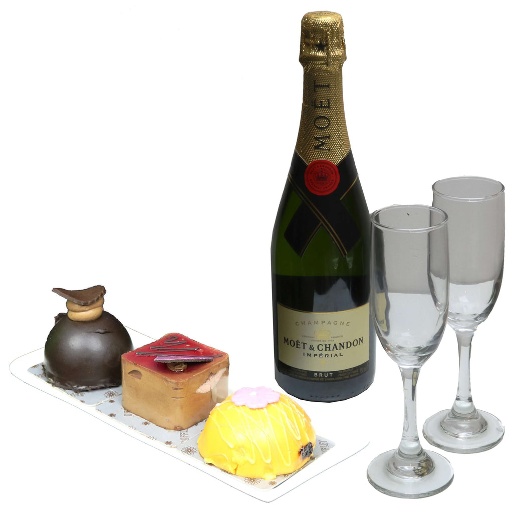 Minicakes and Moet Arrangement | Gifty by The Breaking Heart