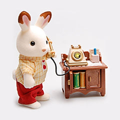 Sylvanian Families on telephone