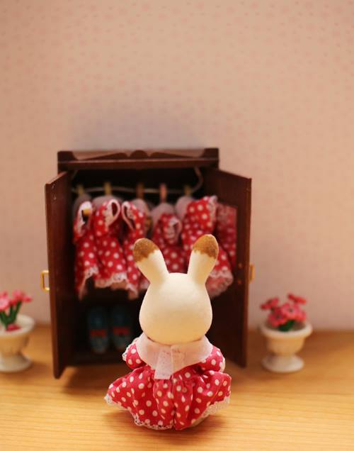 Sylvanian Families Freya Chocolate Rabbit Red Dress Wardrobe
