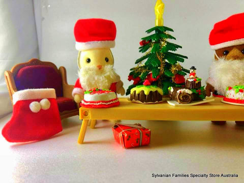 Sylvanian Families miniatures for Christmas scene