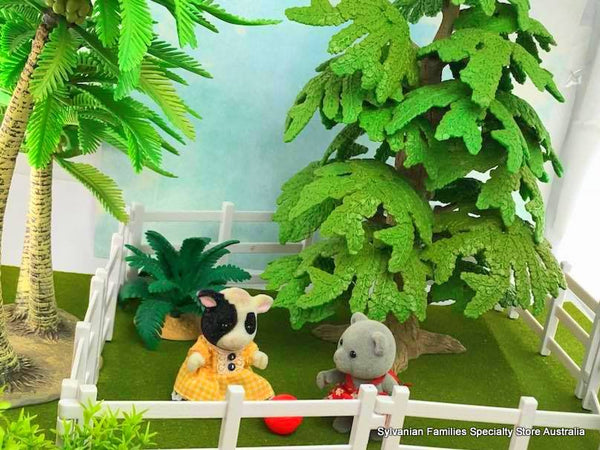 Trees fences gates and plants suitable for Sylvanian Families