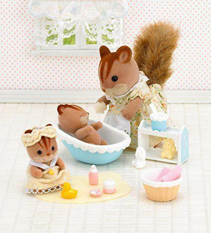 Sylvanian FAmilies Walnut Squirrel bath time