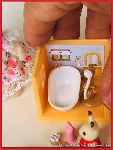 Sylvanian FAmilies Kabaya sets fit in your hand
