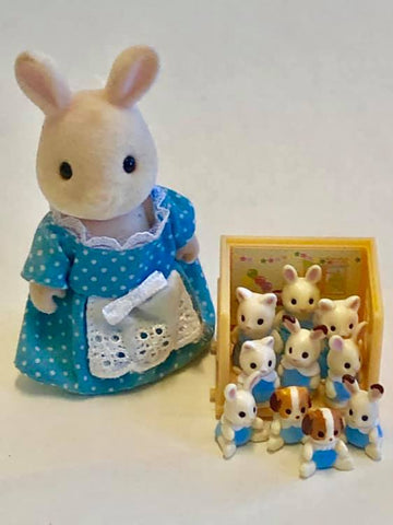 Sylvanian Families Sparkle rabbit teacher and school of minifigures