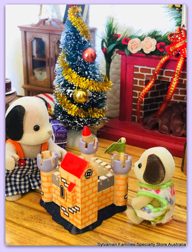 Sylvanian Families Beagles playing with Toy castle