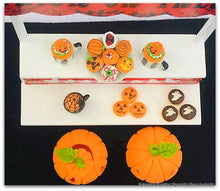 Halloween Miniature Diorama - 13 pieces including Stand