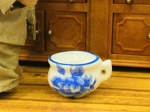 dollhouse minature blue white potty chamberpot