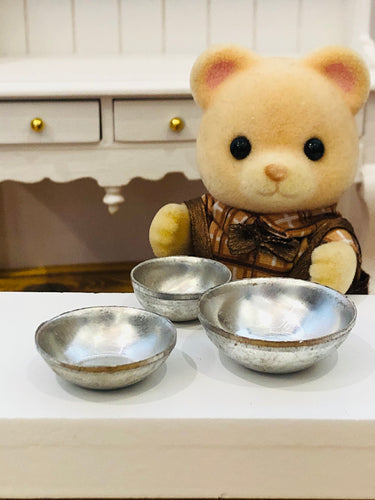 Dollshouse miniature metal basins x 3