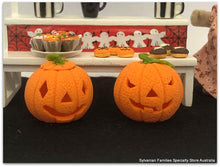 Dollshouse miniature diorama HAlloween pumpkins
