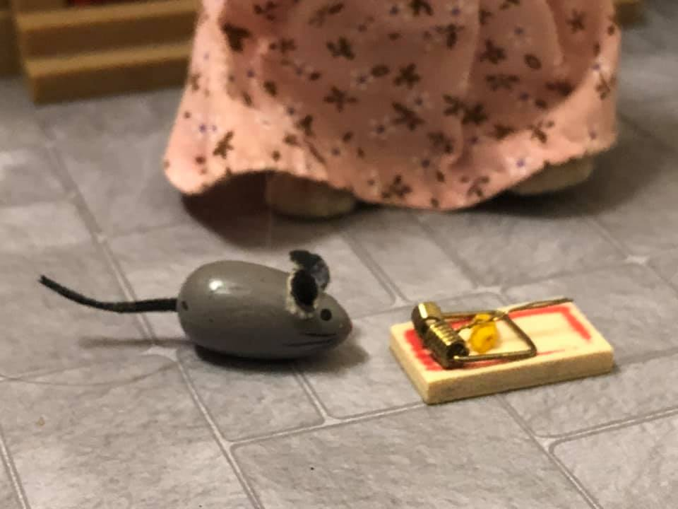 Miniature mousetrap and mouse dollshouse