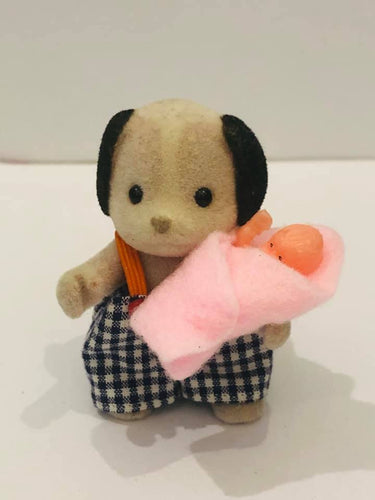 Sylvanian FAmilies beagle and toy baby