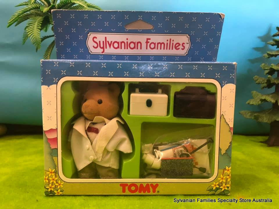 Sylvanian Families - Dr Murdoch and accessories. - SF 3012 - Tomy