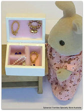 Dollshouse miniature jewellery box Sylvanian Families figure