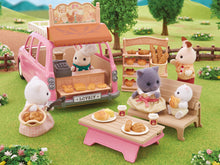 Sylvanian Families Persian cat family and bakery goodies
