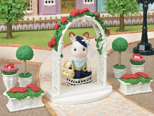 Sylvanian Families Floral Archway and Topiary Garden Set