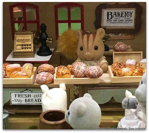 Sylvanian Families bakery miniature dollshouse bread loaves buns