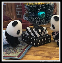 Sylvanian FAmilies Panda black and white gifts