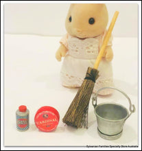 Sylvanian FAmilies Cleaning housekeeping washing day