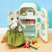 Sylvanian Families Tailbury Mother and Fridge/Freezer set with accessories.