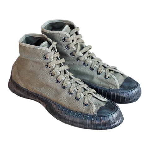 {Vintage} - WWII Endicott-Johnson women's US Army sneakers, sz. 4.5, dated 1945