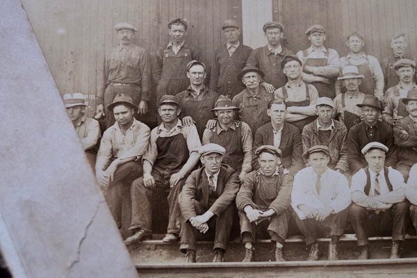 {Antique} - Railroad workers photo (1910-1920s)