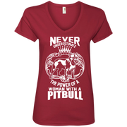 Never Underestimate the power of a woman with a Pitbull Ladies' V-Neck T-Shirt