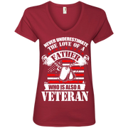Never Underestimate the Love of a Father, Who is also a Veteran Ladies' V-Neck T-Shirt