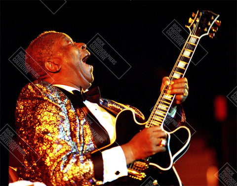 BB King live with black Gibson guitar Men's T-Shirt