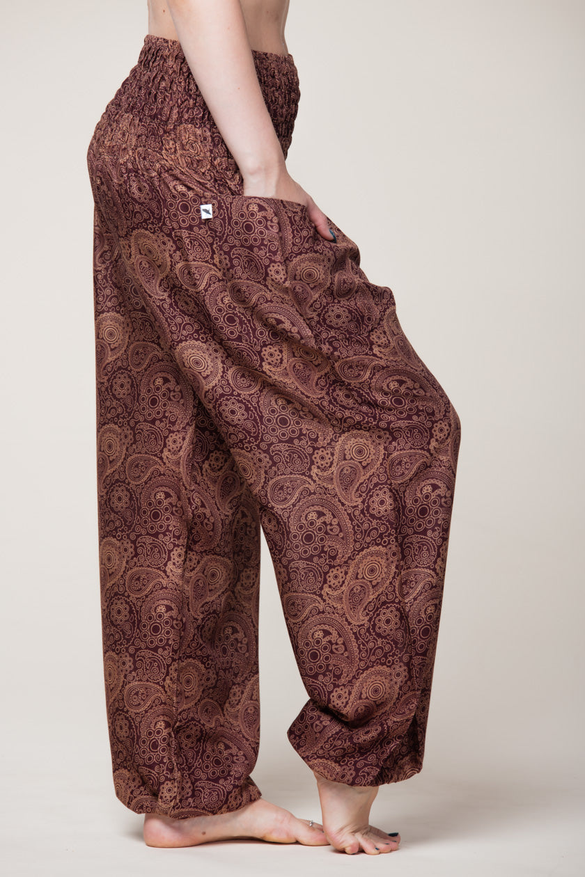 Ruskeat high-cut haaremihousut paisley-kuviolla