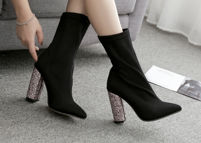 Chic boot with heel