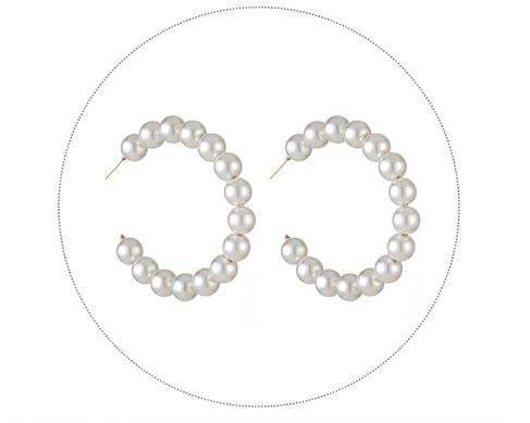Round earrings with pearls