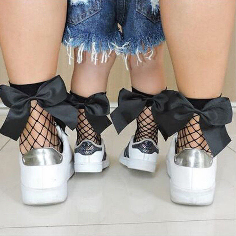 Short fishnet socks with bow