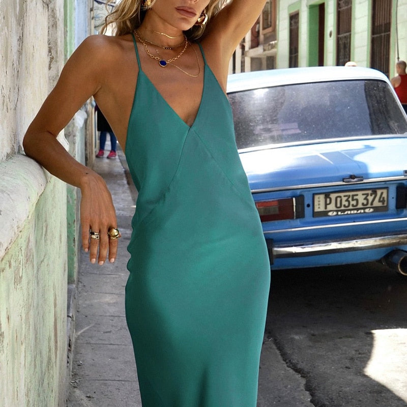 Edmea long and low-cut dress