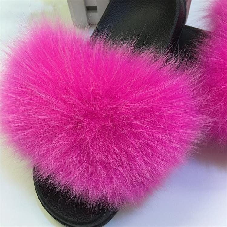 Fur slipper with fur