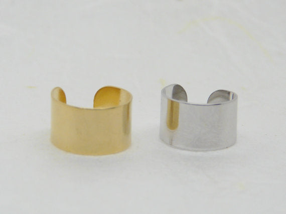 Band earring with manual clip application