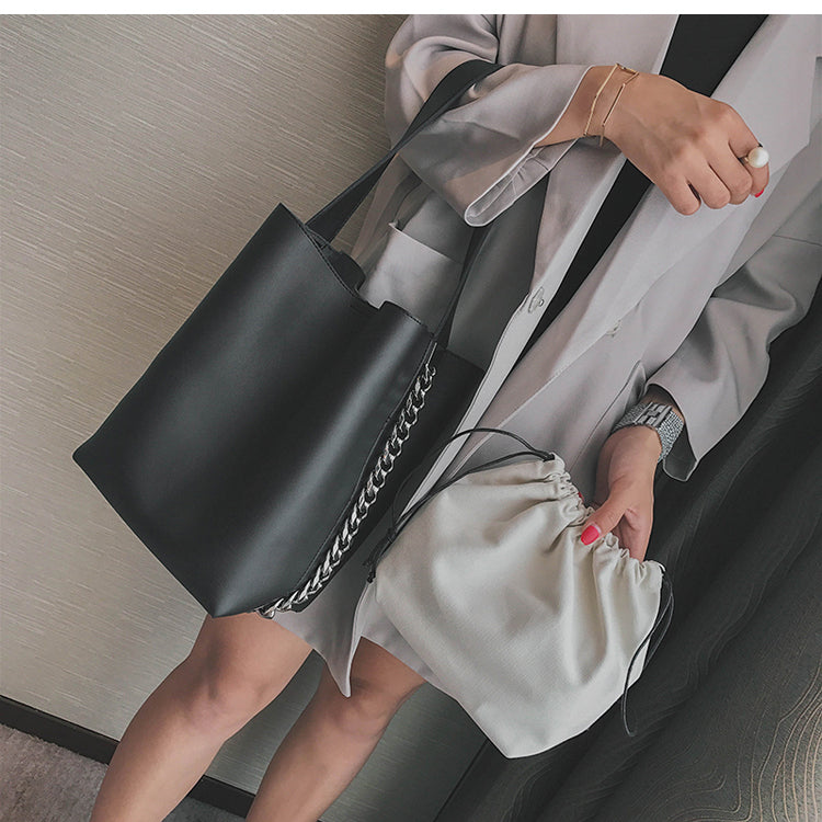 Perfect shoulder bucket bag with inner bag