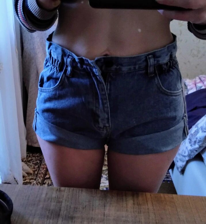 Emy shorts in high-waisted jeans