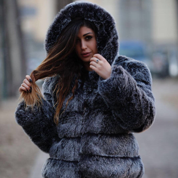 Cappotto in eco pelliccia con cappuccio Fluffy Dream