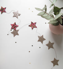Christmas Star Garland in Gilded Berries