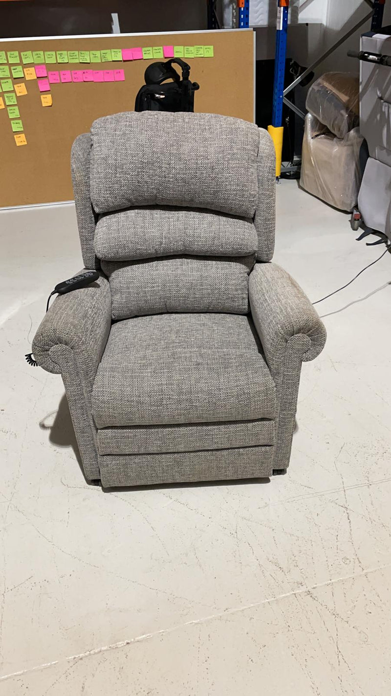 Oxford Riser Recliner 4 motor - average condition - 000458 - VAT Relief