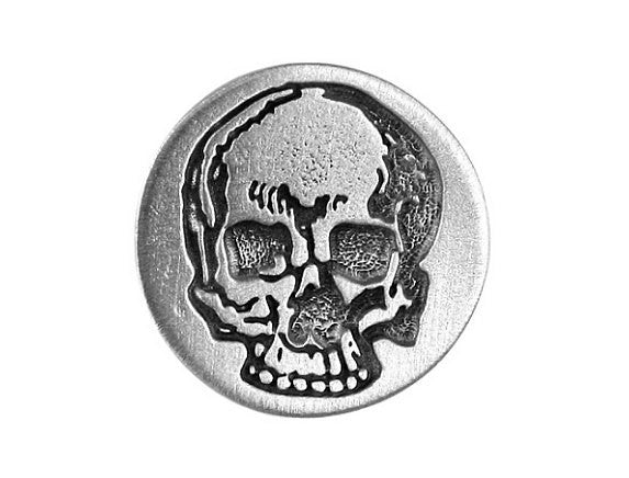 TreasureCast Yorick's Skull 5/8 inch Pewter Button Antique Silver Color