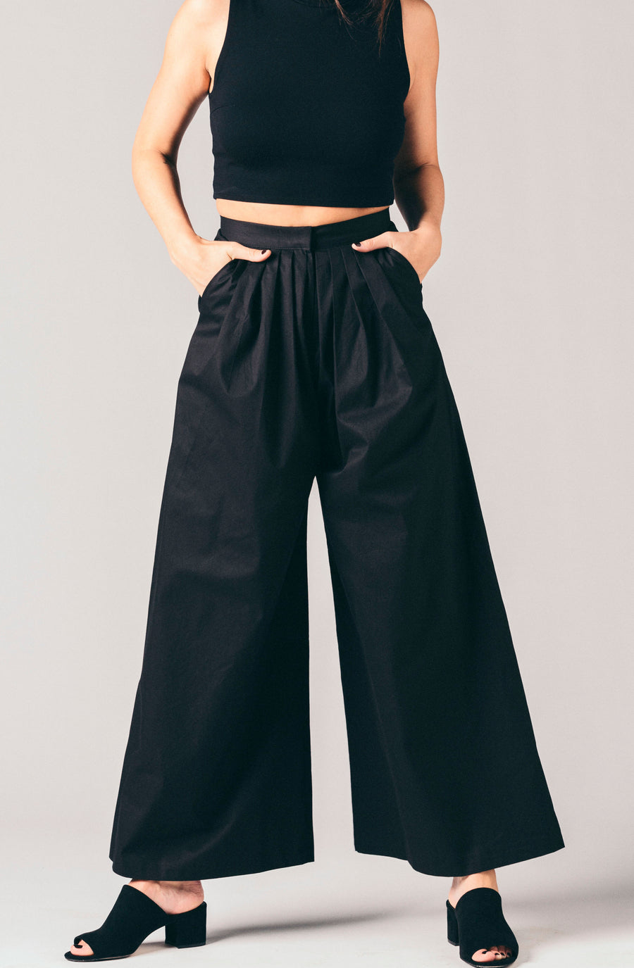 Style Mafia black high waisted, pleated wide leg trouser pants.