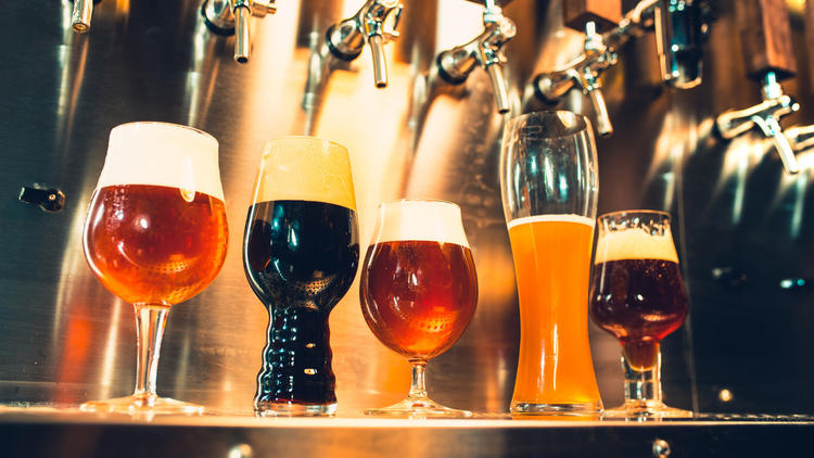 What causes a beer's color?