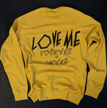 """LOVE ME"" sweat gold"