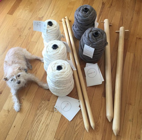 Super bulky extreme knitting yarn and giant knitting needles