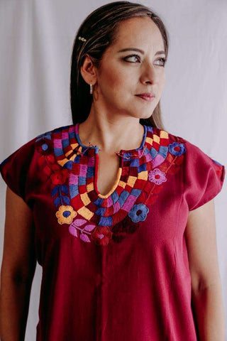 Image of Embroidered Mexican Blouse | Flowers - Alebrije Huichol Mexican Folk art magiamexica.com