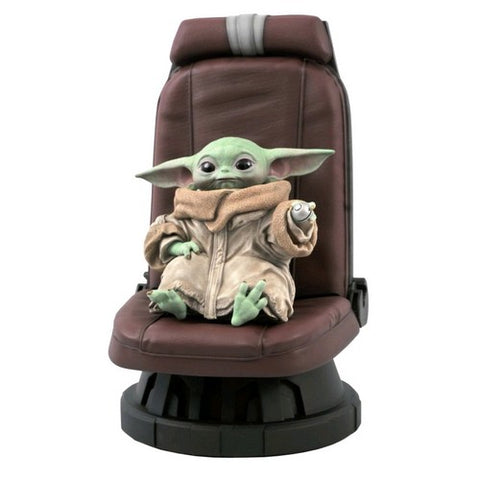 1/2 Star Wars : The Mandalorian - Baby Yoda The Child on Razor Crest Chair Diamond Select Toys