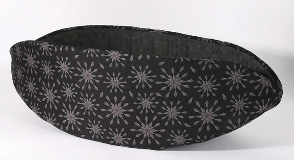 The Cat Ball | Black Snowflake Cat Canoe Modern Pet Bed