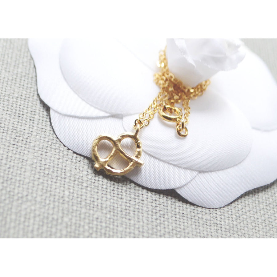 Gold pretzel necklace - 5and15