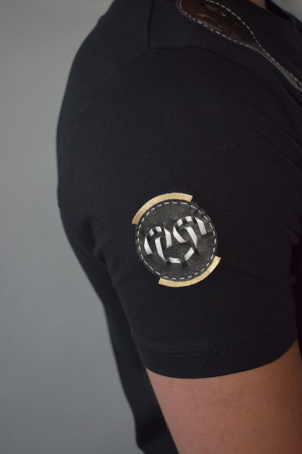 Shoulders air logo black